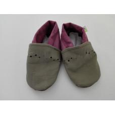 Šedo-fialové kožené capáčky